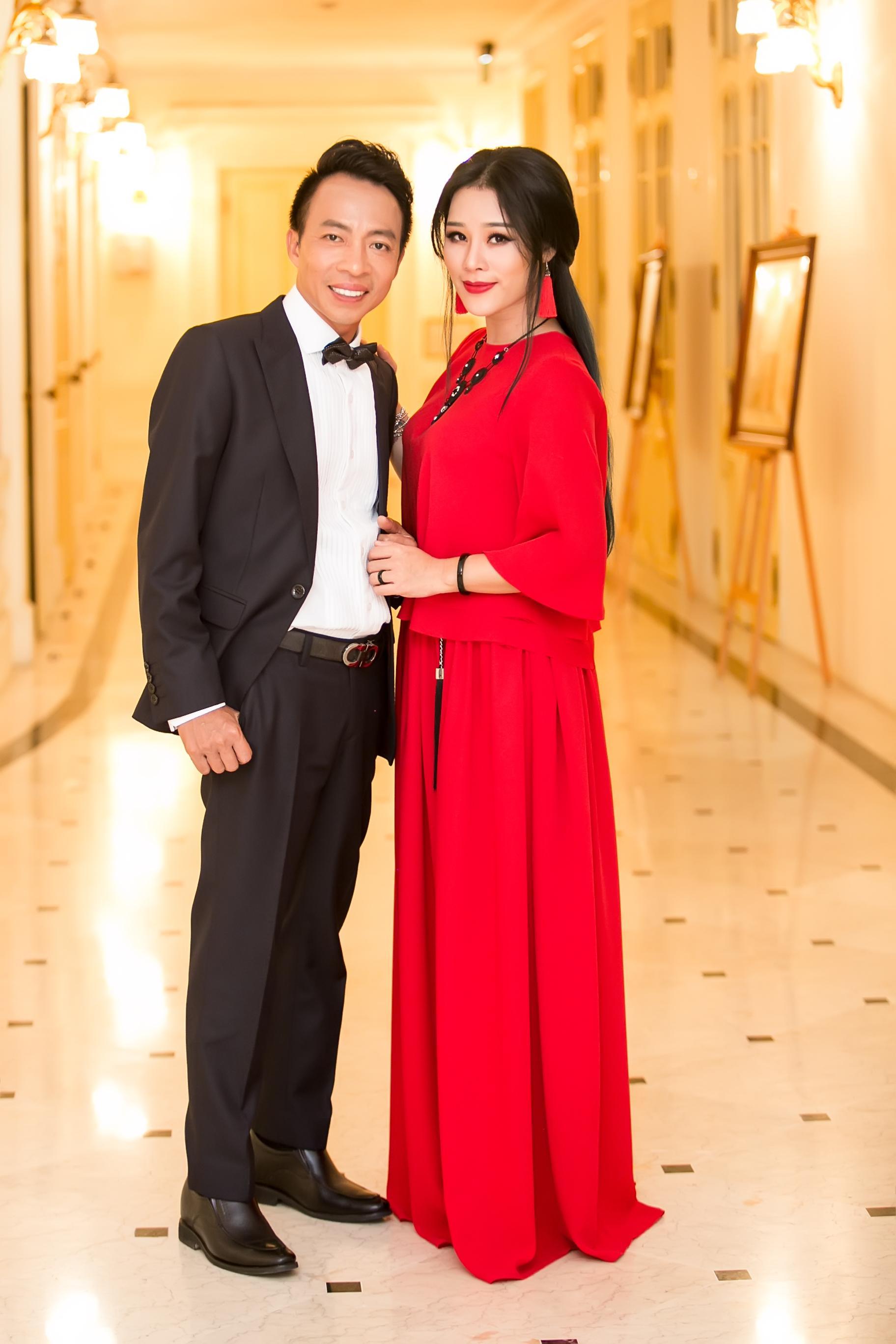 Vợ kém 18 tuổi của ca sĩ Việt Hoàn từng vỡ mộng đòi ly dị chồng Ảnh 1