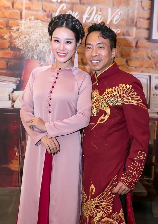 Vợ kém 18 tuổi của ca sĩ Việt Hoàn từng vỡ mộng đòi ly dị chồng Ảnh 2