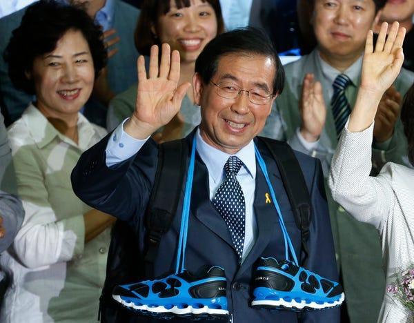Thị trưởng Seoul: Từ ứng viên Tổng thống tiềm năng tới bê bối tình dục Ảnh 3