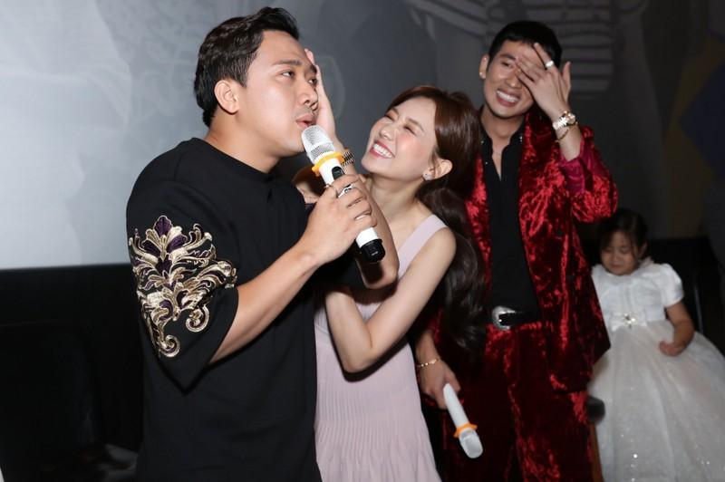 Hari Won 'buôn chuyện' 4 tiếng khiến đồng nghiệp phải xa lánh Ảnh 4