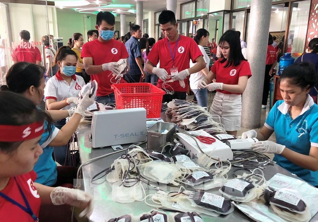 Hành trình đỏ 2020: 'Giọt hồng đất võ Bình Định' tiếp nhận hơn 800 đơn vị máu Ảnh 2