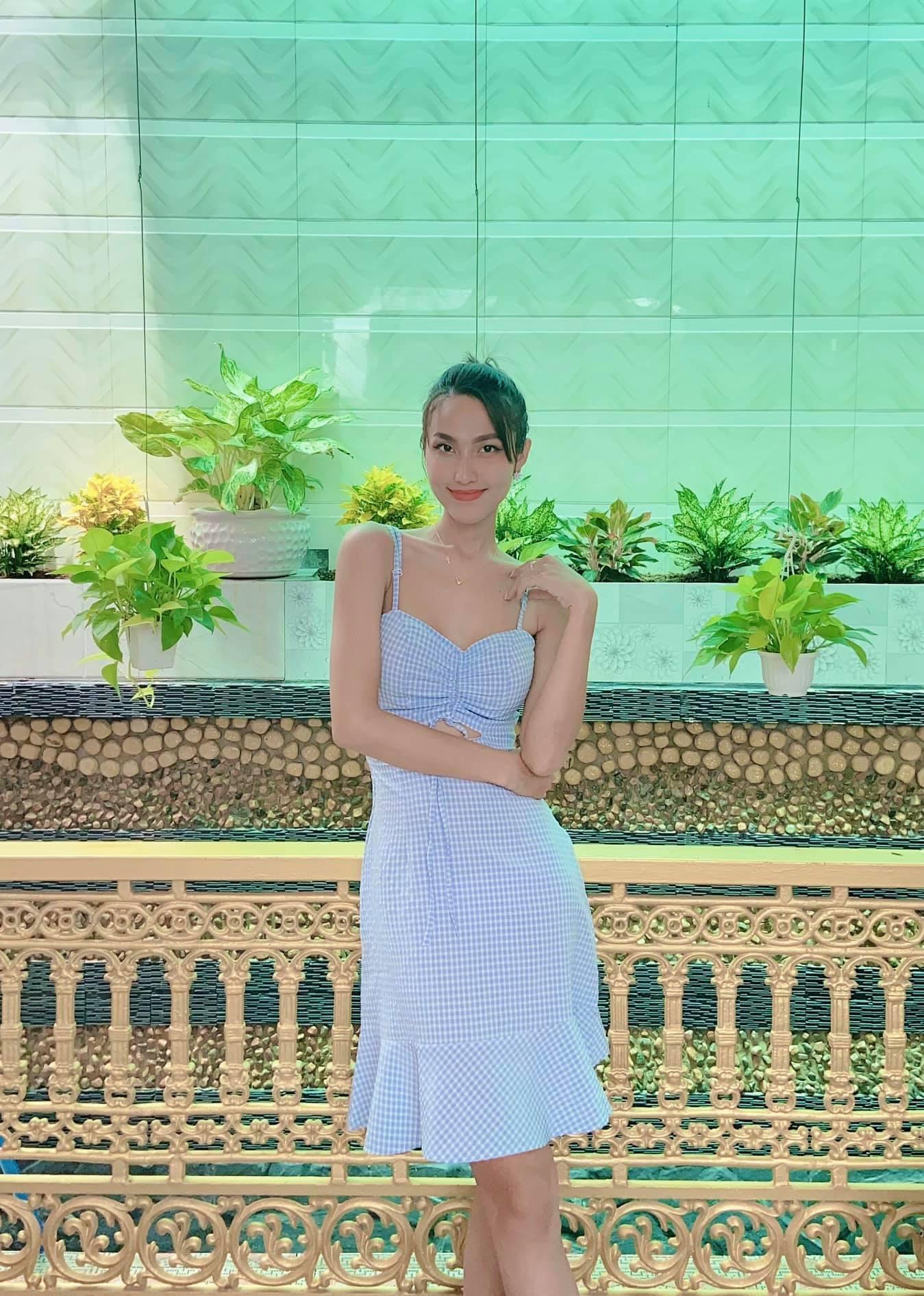 Diện váy đơn sắc: Phương Khánh hóa quý cô đài các - Tiểu Vy xinh đẹp hết phần thiên hạ Ảnh 16