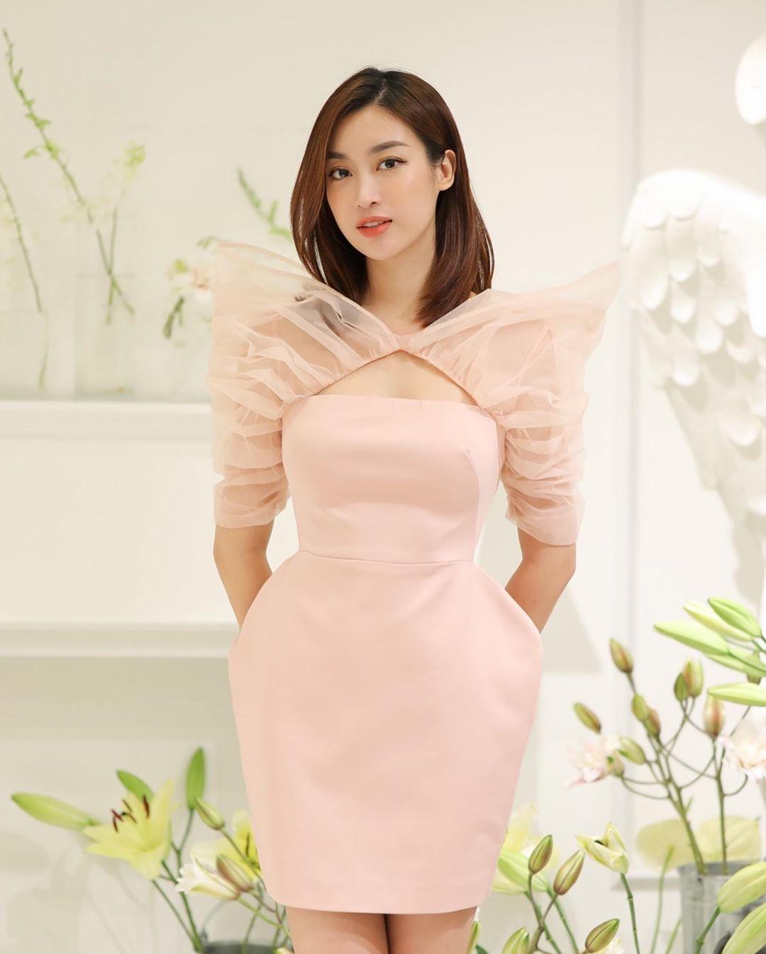 Diện váy đơn sắc: Phương Khánh hóa quý cô đài các - Tiểu Vy xinh đẹp hết phần thiên hạ Ảnh 13