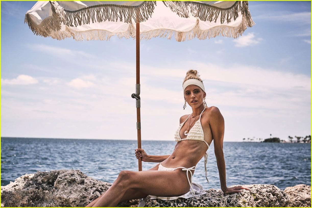 Thiên thần nội y Devon Windsor nóng bỏng với áo tắm Ảnh 10