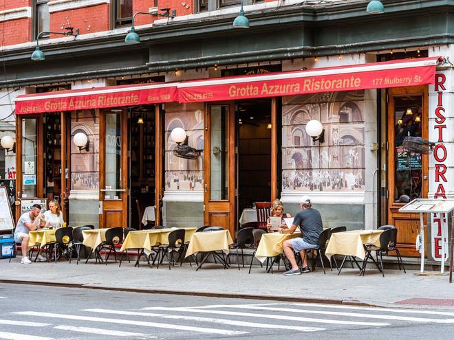 Sự trỗi dậy của loài chuột cống: Thực khách ăn uống ở vỉa hè New York liên tục bị chuột quấy rối và trấn lột thức ăn Ảnh 4