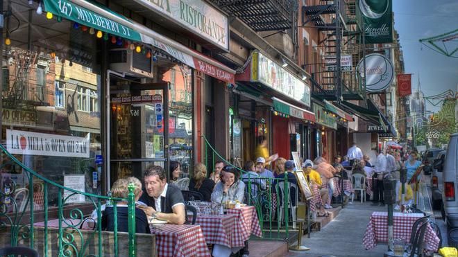 Sự trỗi dậy của loài chuột cống: Thực khách ăn uống ở vỉa hè New York liên tục bị chuột quấy rối và trấn lột thức ăn Ảnh 3