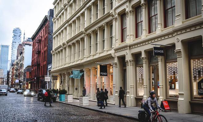 Sự trỗi dậy của loài chuột cống: Thực khách ăn uống ở vỉa hè New York liên tục bị chuột quấy rối và trấn lột thức ăn Ảnh 5