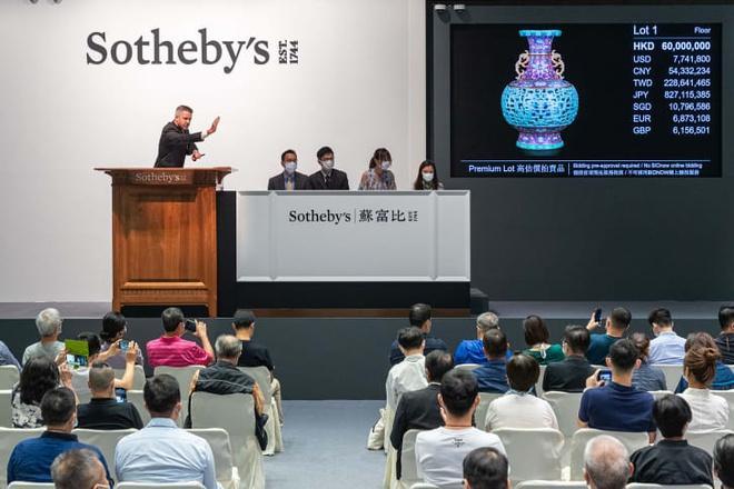 Từ 56 USD, bình gốm nhà Thanh được bán đấu giá 9 triệu USD Ảnh 1