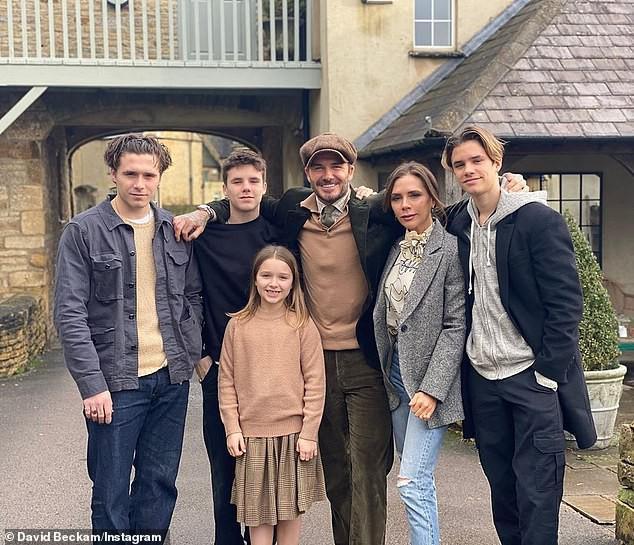Con dâu nhà tỷ phú tiết lộ 'nhiếp ảnh gia' đằng sau bức ảnh đính hôn với Brooklyn Beckham gây xôn xao cả thế giới Ảnh 3