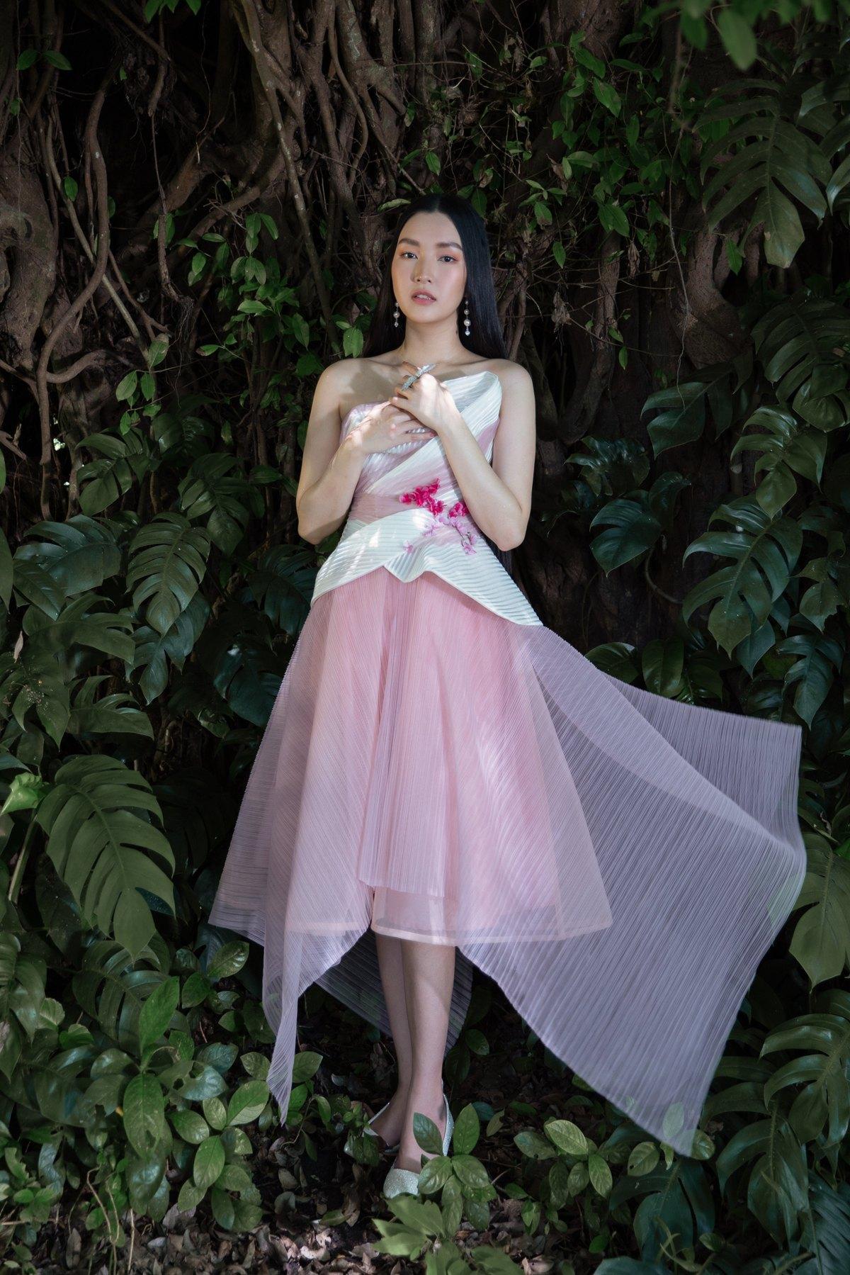 'Nàng thơ xứ Huế' Ngọc Trân cuốn hút với nét mơ màng trong loạt váy áo e ấp Ảnh 9