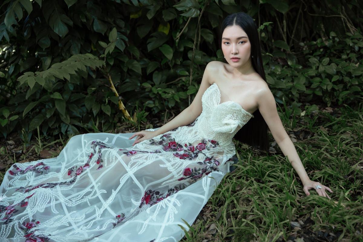 'Nàng thơ xứ Huế' Ngọc Trân cuốn hút với nét mơ màng trong loạt váy áo e ấp Ảnh 2
