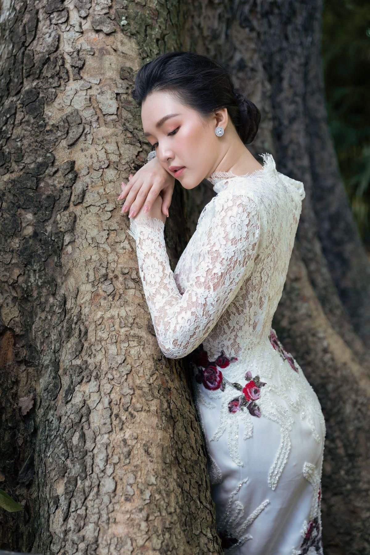 'Nàng thơ xứ Huế' Ngọc Trân cuốn hút với nét mơ màng trong loạt váy áo e ấp Ảnh 19