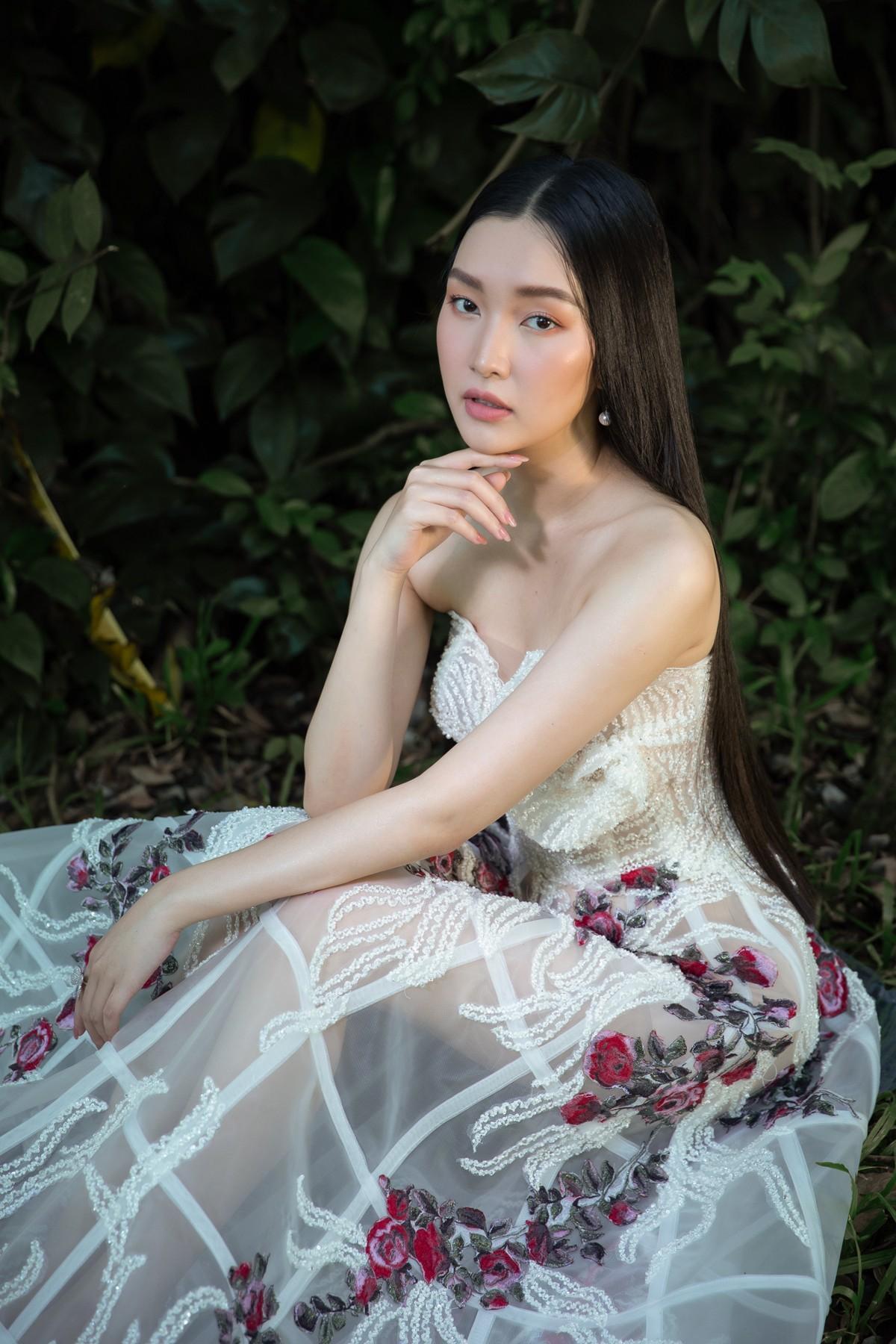 'Nàng thơ xứ Huế' Ngọc Trân cuốn hút với nét mơ màng trong loạt váy áo e ấp Ảnh 7