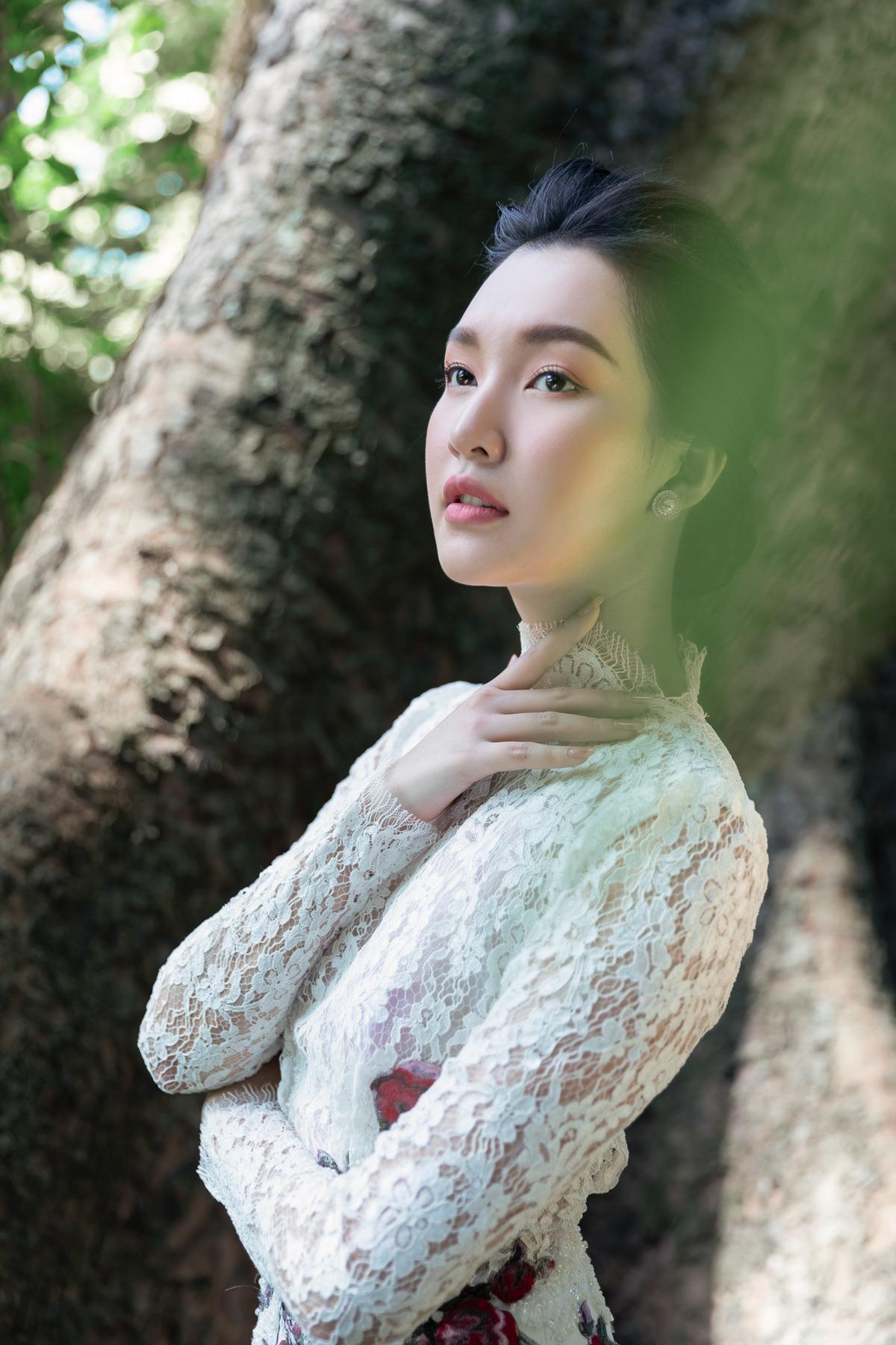 'Nàng thơ xứ Huế' Ngọc Trân cuốn hút với nét mơ màng trong loạt váy áo e ấp Ảnh 17
