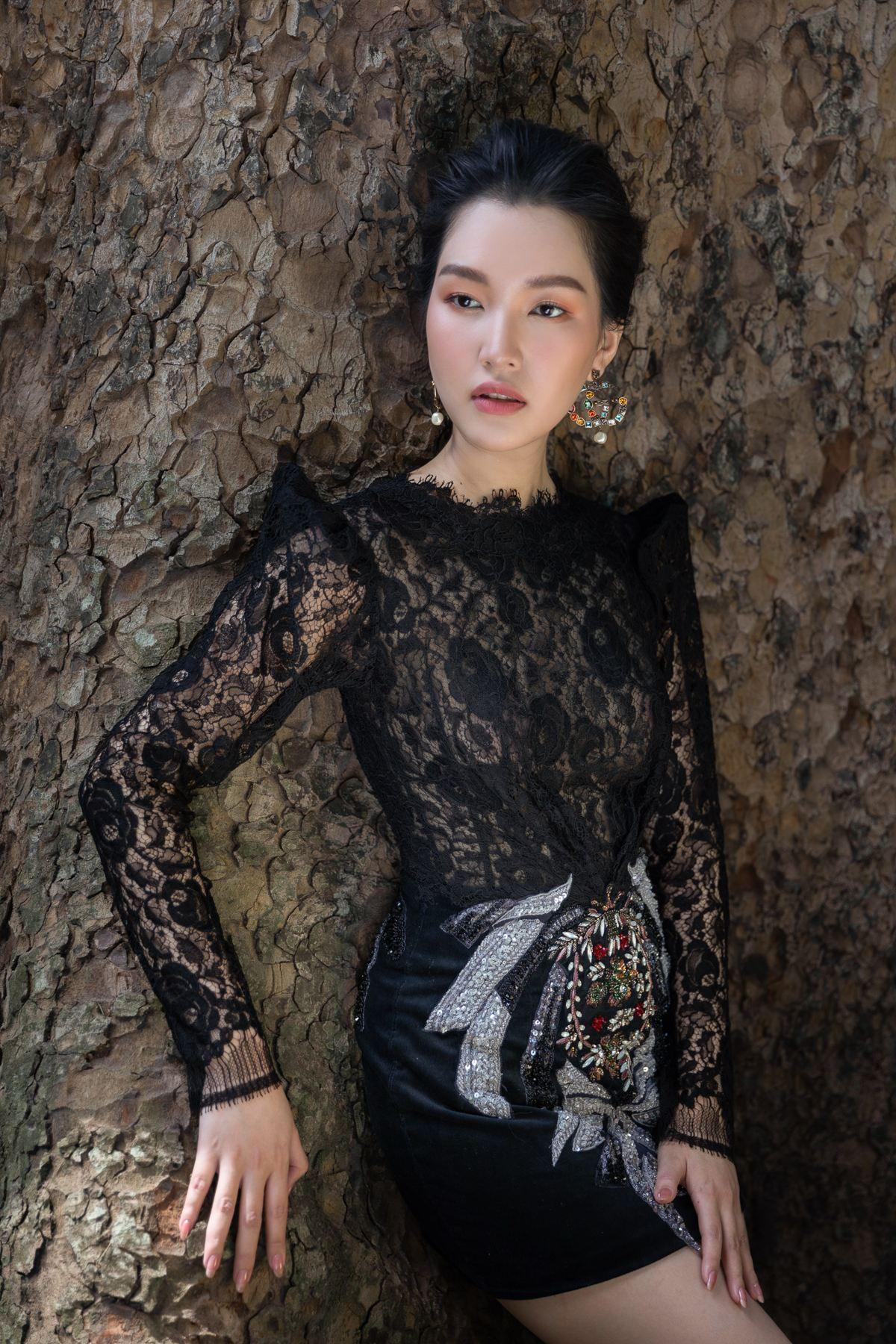 'Nàng thơ xứ Huế' Ngọc Trân cuốn hút với nét mơ màng trong loạt váy áo e ấp Ảnh 21