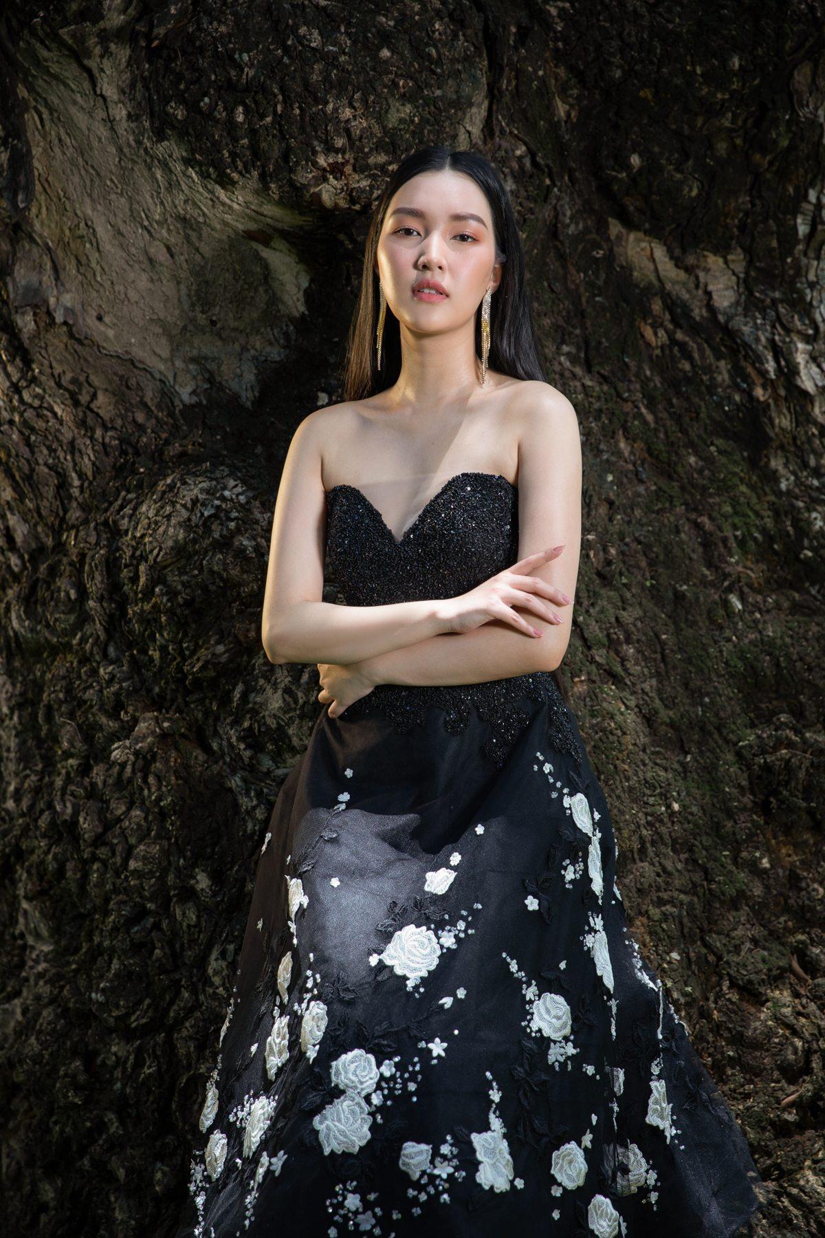 'Nàng thơ xứ Huế' Ngọc Trân cuốn hút với nét mơ màng trong loạt váy áo e ấp Ảnh 15