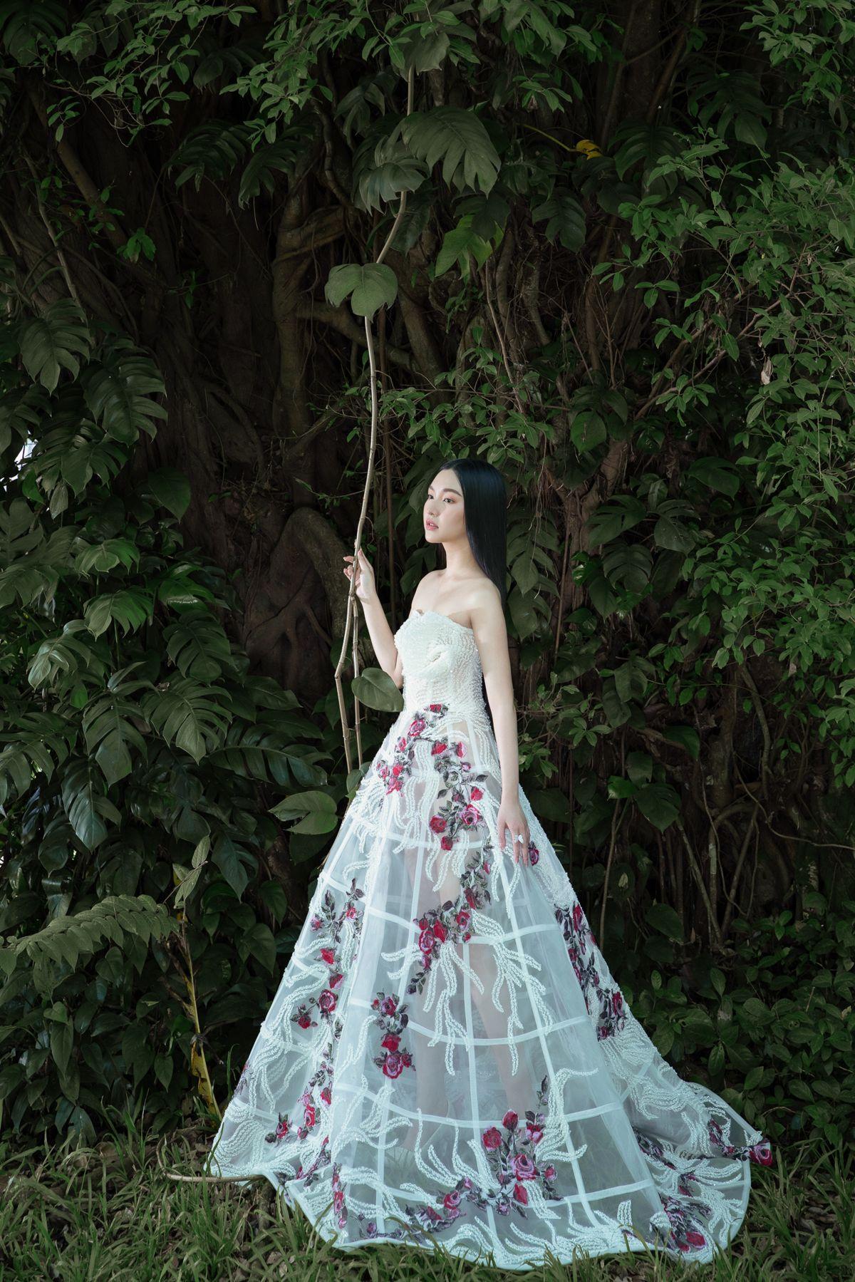 'Nàng thơ xứ Huế' Ngọc Trân cuốn hút với nét mơ màng trong loạt váy áo e ấp Ảnh 3