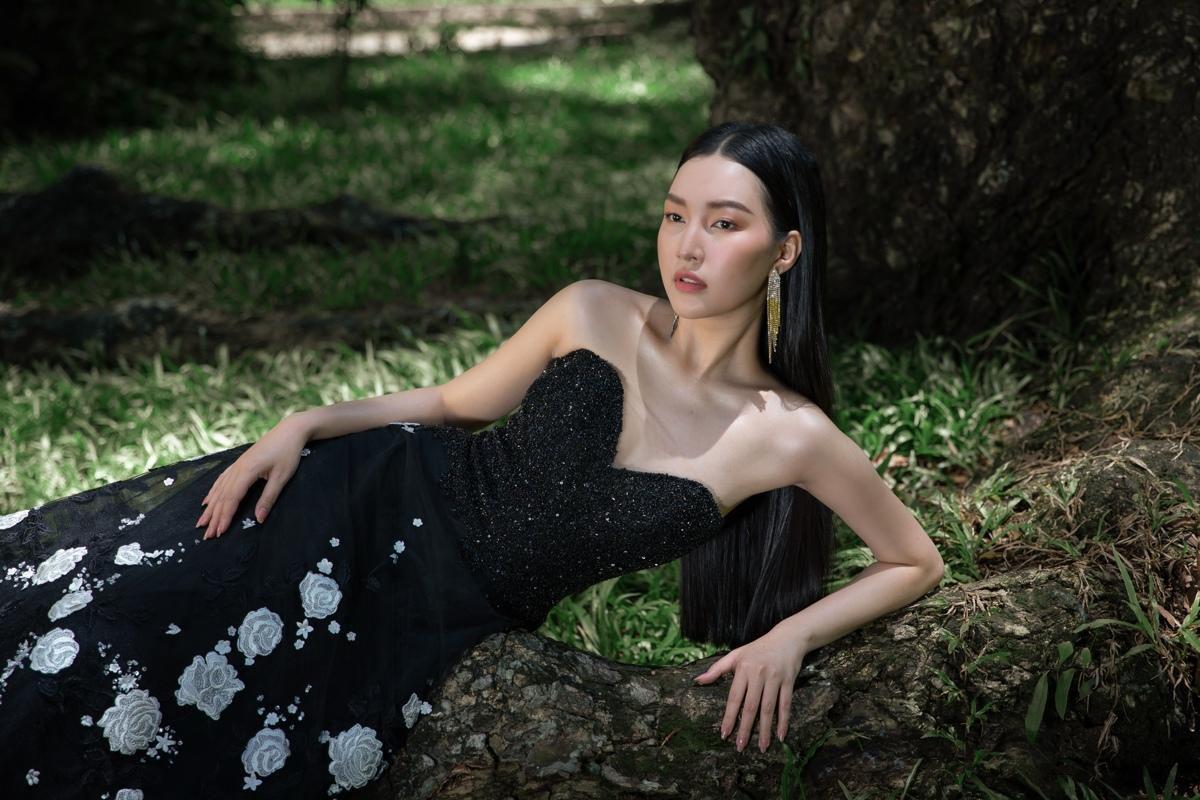 'Nàng thơ xứ Huế' Ngọc Trân cuốn hút với nét mơ màng trong loạt váy áo e ấp Ảnh 12