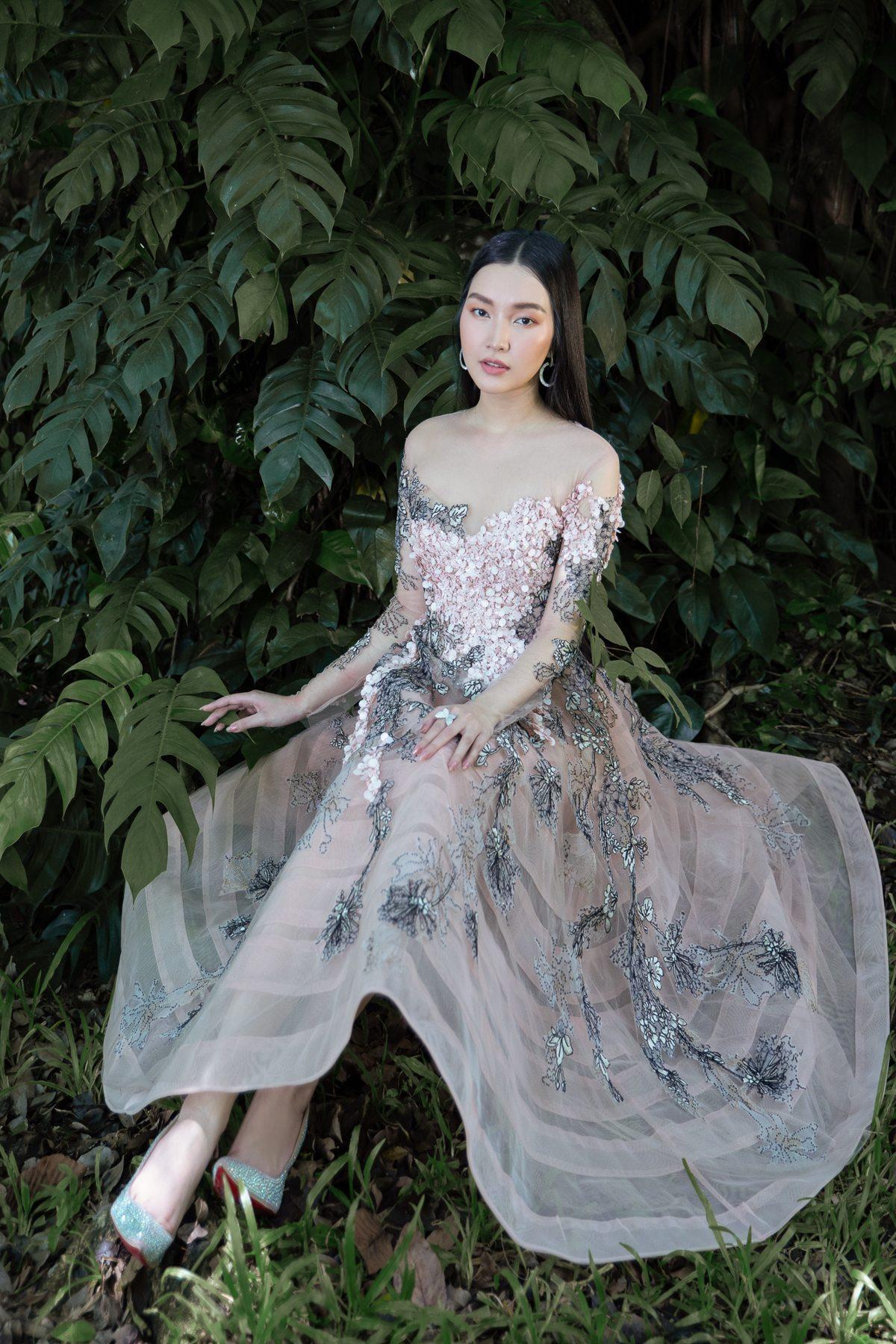 'Nàng thơ xứ Huế' Ngọc Trân cuốn hút với nét mơ màng trong loạt váy áo e ấp Ảnh 4