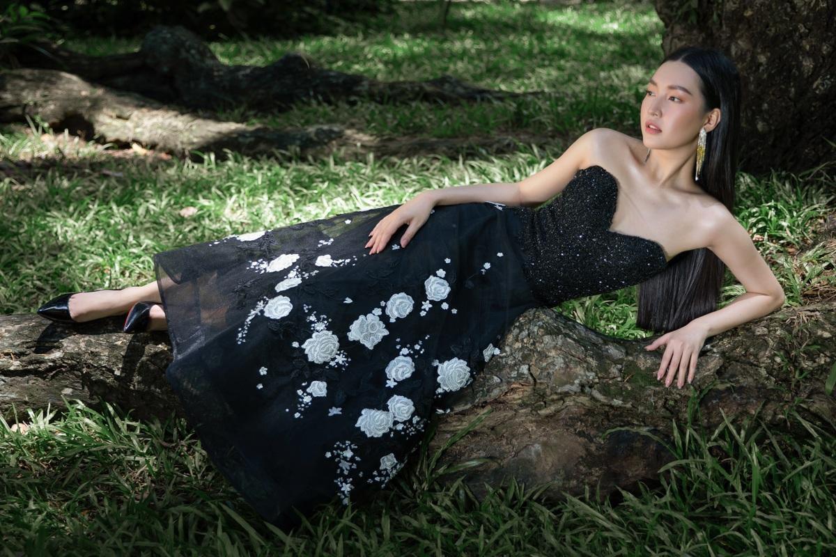 'Nàng thơ xứ Huế' Ngọc Trân cuốn hút với nét mơ màng trong loạt váy áo e ấp Ảnh 13
