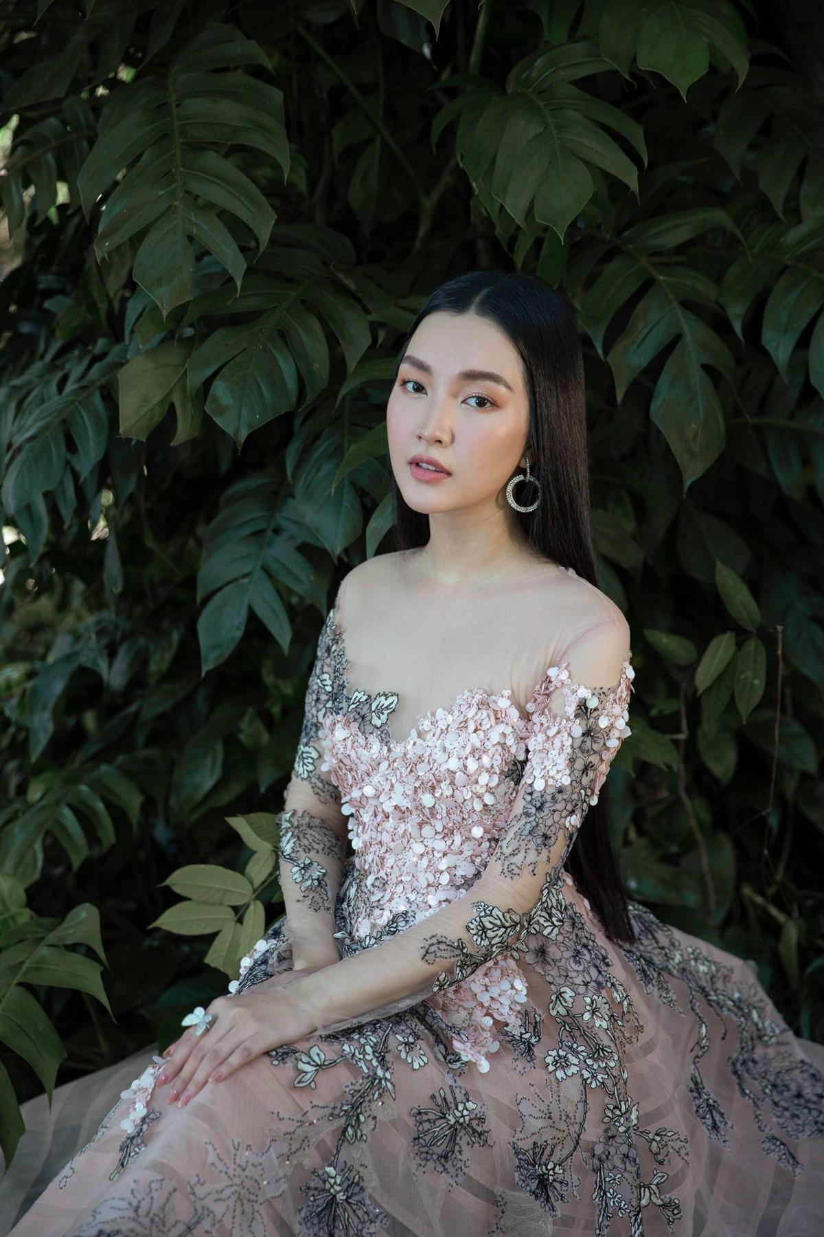 'Nàng thơ xứ Huế' Ngọc Trân cuốn hút với nét mơ màng trong loạt váy áo e ấp Ảnh 6