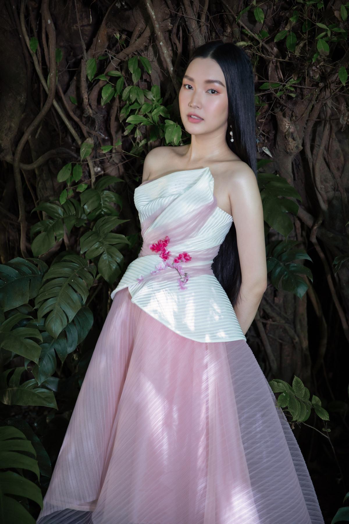 'Nàng thơ xứ Huế' Ngọc Trân cuốn hút với nét mơ màng trong loạt váy áo e ấp Ảnh 11