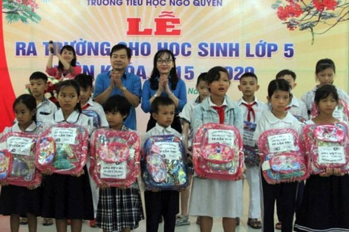 Cần Thơ: Tặng quà cho con CNVC-LĐ vượt khó học giỏi Ảnh 1