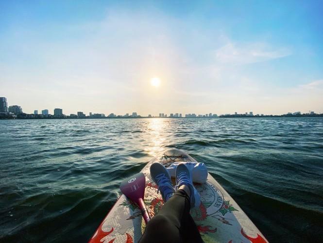 Hà Nội: Chèo thuyền SUP Hồ Tây không mới nhưng lạ, bạn đã thử chưa? Ảnh 3