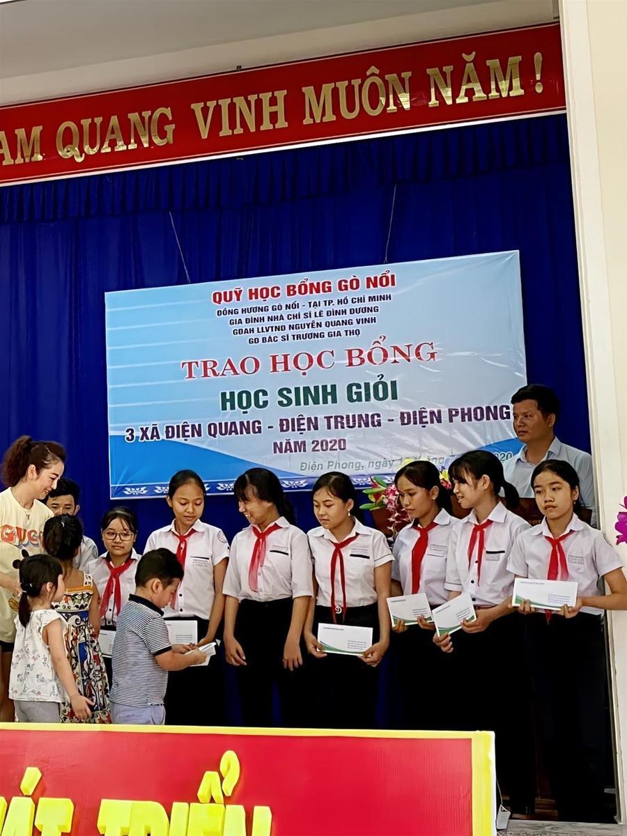 Jennifer Phạm trao học bổng cho học sinh xuất sắc tại Quảng Nam Ảnh 2