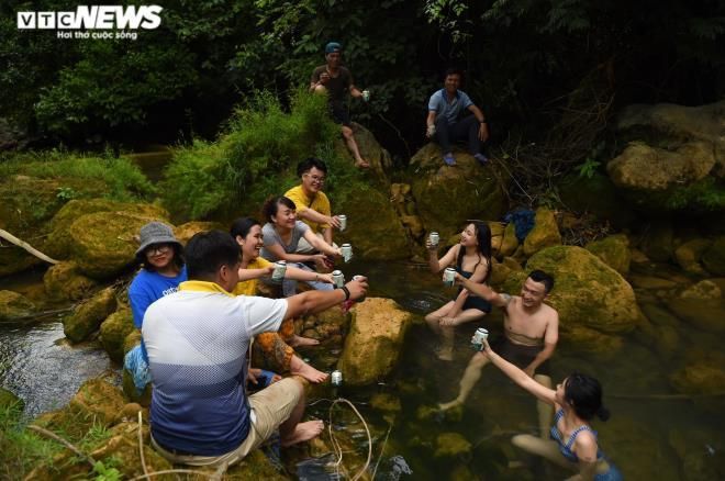 Kỳ lạ con suối chảy qua rừng già có khả năng biến nhiệt ở Mộc Châu Ảnh 5