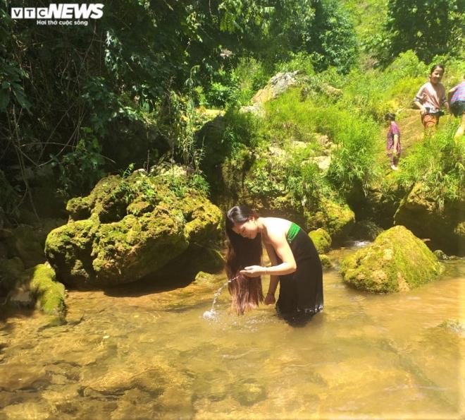 Kỳ lạ con suối chảy qua rừng già có khả năng biến nhiệt ở Mộc Châu Ảnh 3