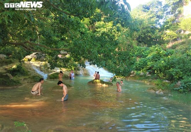 Kỳ lạ con suối chảy qua rừng già có khả năng biến nhiệt ở Mộc Châu Ảnh 8