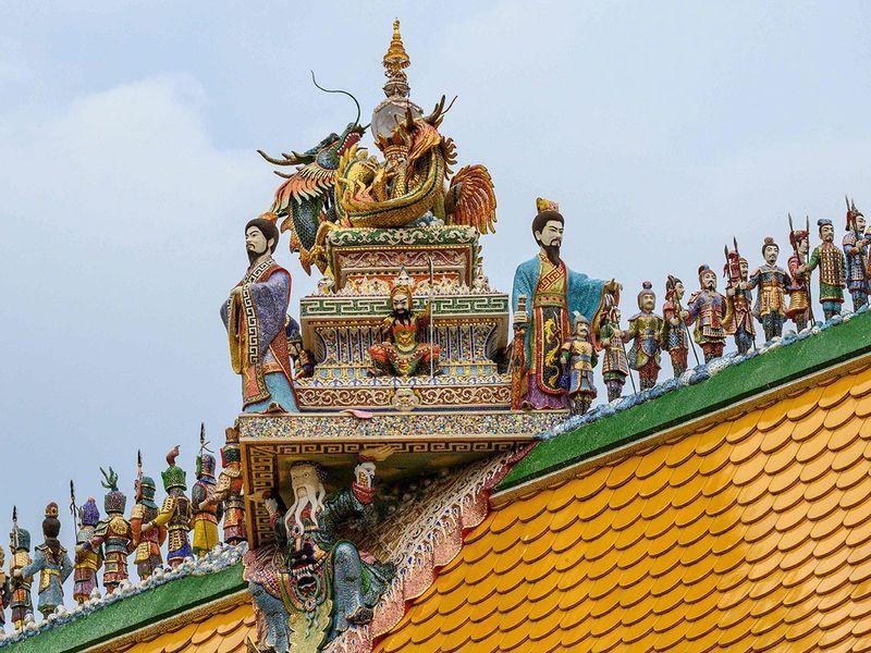 Chùa Thái Lan kỳ lạ với tượng David Beckham đặt dưới bệ thờ Ảnh 6