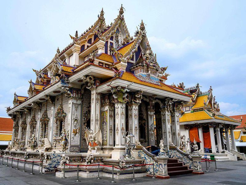 Chùa Thái Lan kỳ lạ với tượng David Beckham đặt dưới bệ thờ Ảnh 1