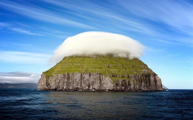 Hòn đảo trơ trọi hút khách vì hiện tượng thiên nhiên hiếm có Ảnh 3