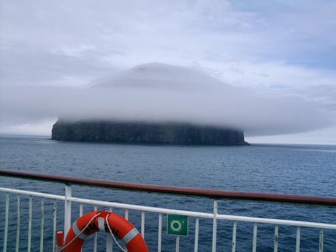 Hòn đảo trơ trọi hút khách vì hiện tượng thiên nhiên hiếm có Ảnh 5