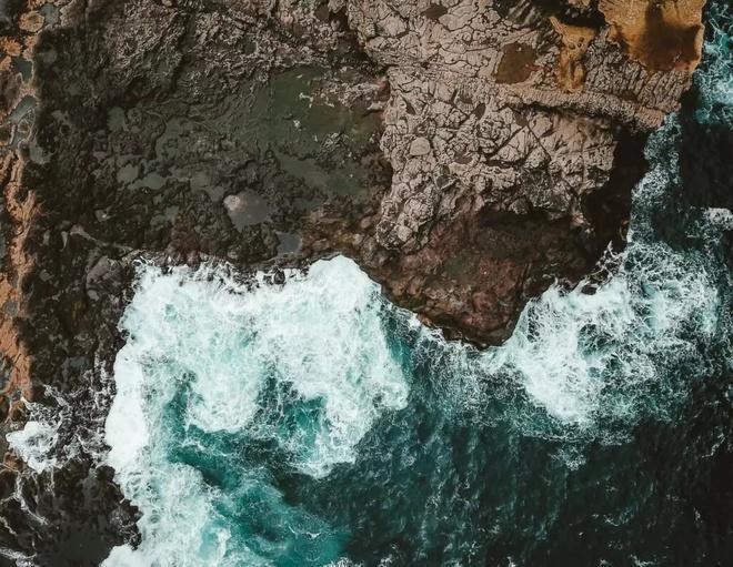 Hòn đảo trơ trọi hút khách vì hiện tượng thiên nhiên hiếm có Ảnh 9