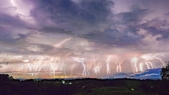 Ngoạn mục hình ảnh 50 tia sét xé rách bầu trời Mexico Ảnh 1