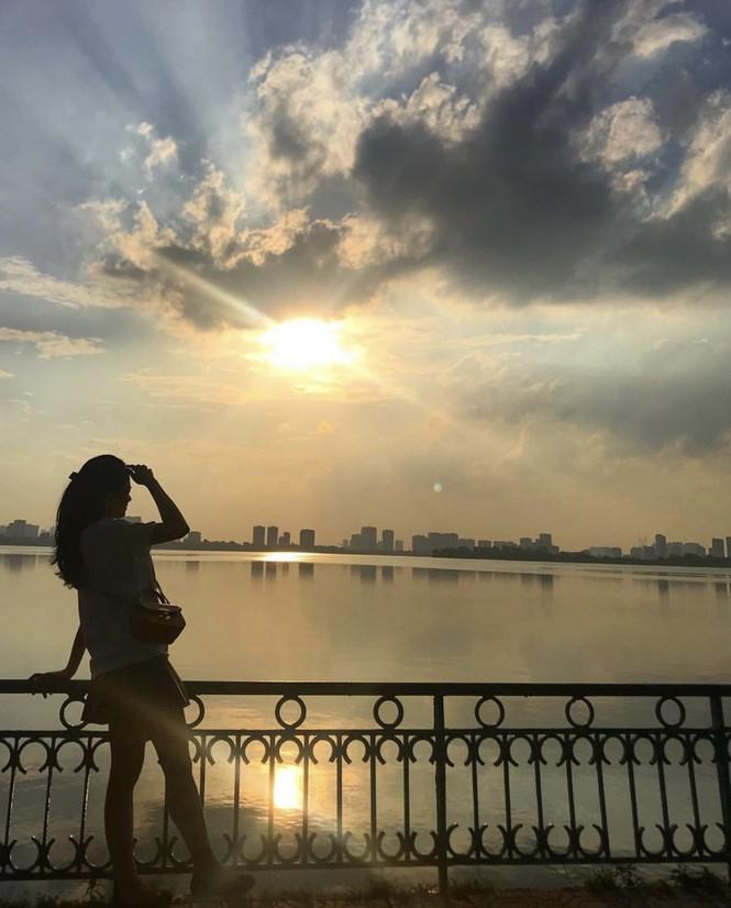 Hoàng hôn hồ Tây: Điểm check-in, thư giãn của giới trẻ Hà Thành Ảnh 13