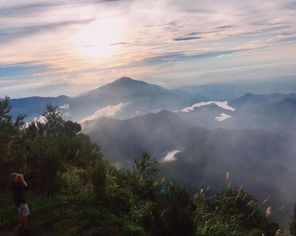 Ngắm thác chảy, săn mây trên đỉnh Bạch Mã Ảnh 8