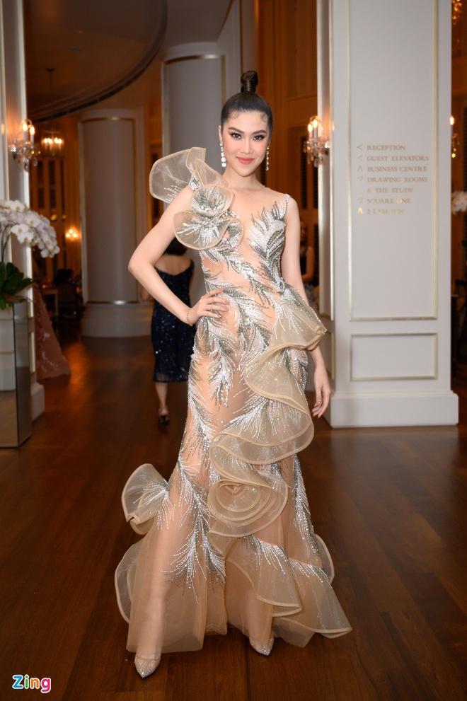 H'Hen Niê và dàn hoa hậu so kè váy áo ở show thời trang Hoàng Hải Ảnh 8