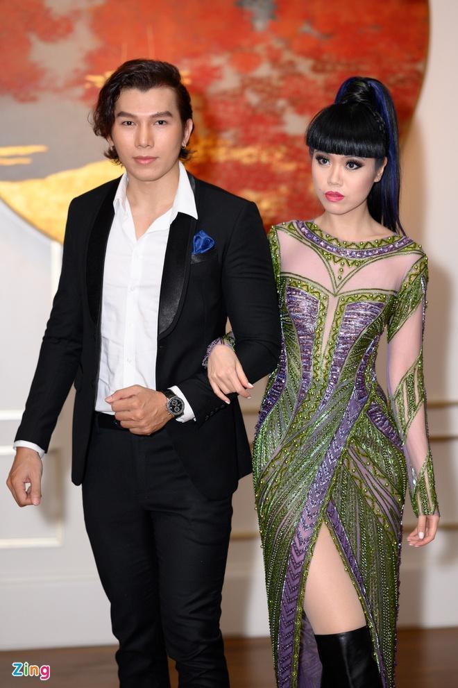 H'Hen Niê và dàn hoa hậu so kè váy áo ở show thời trang Hoàng Hải Ảnh 13
