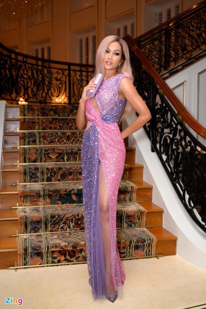 H'Hen Niê và dàn hoa hậu so kè váy áo ở show thời trang Hoàng Hải Ảnh 2