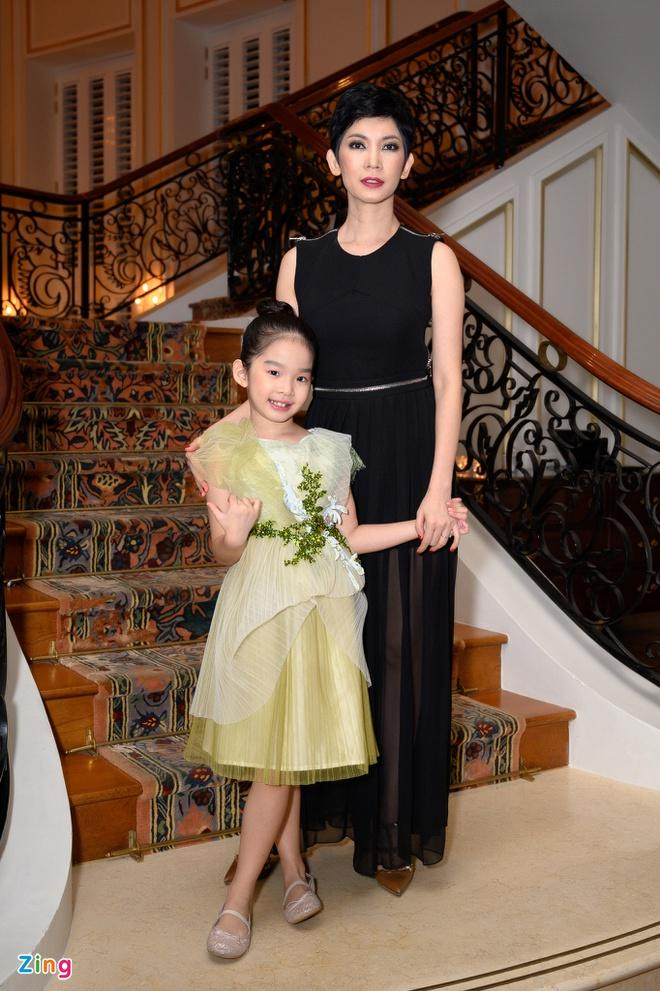 H'Hen Niê và dàn hoa hậu so kè váy áo ở show thời trang Hoàng Hải Ảnh 9