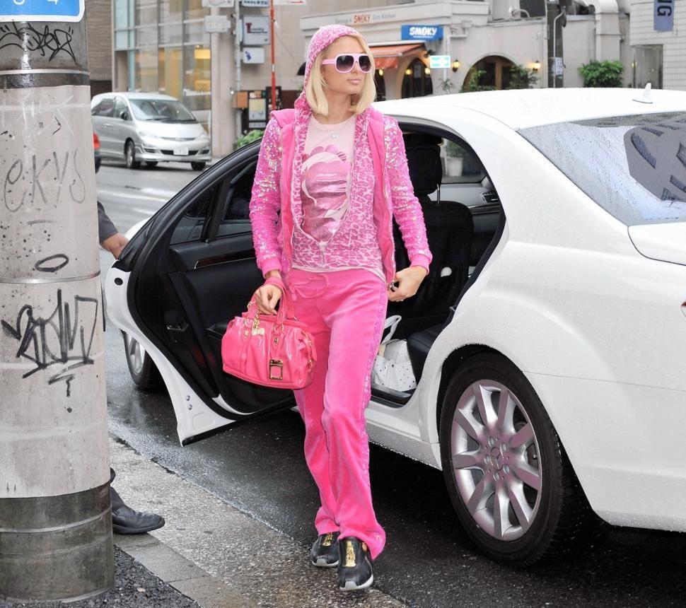 8 xu hướng thời trang celeb diện tùy hứng nhưng trở thành cơn sốt nhiều thập kỷ Ảnh 4