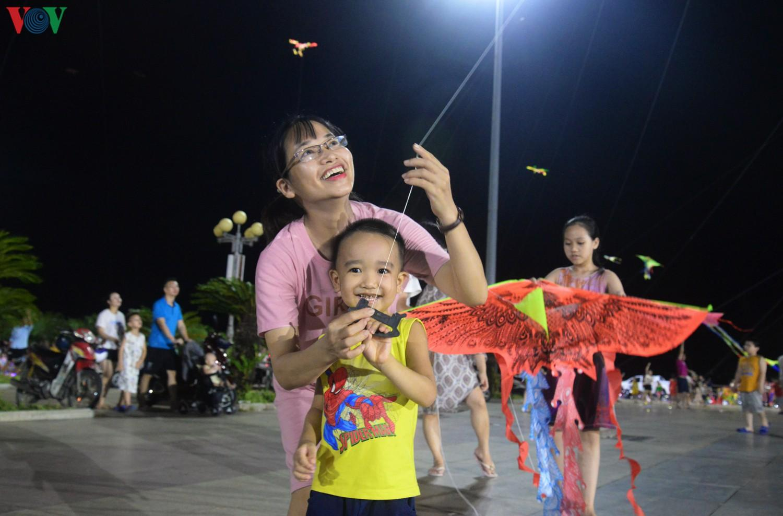 Cánh diều tuổi thơ bên bờ vịnh Hạ Long Ảnh 5