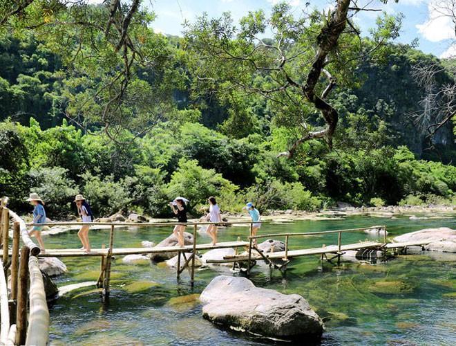 Suối nước Moọc, điểm đến không thể bỏ qua ở Quảng Bình Ảnh 2