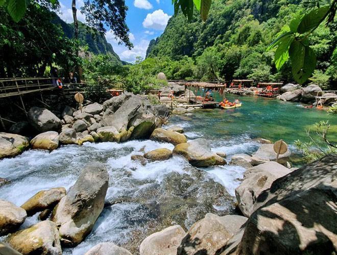 Suối nước Moọc, điểm đến không thể bỏ qua ở Quảng Bình Ảnh 1