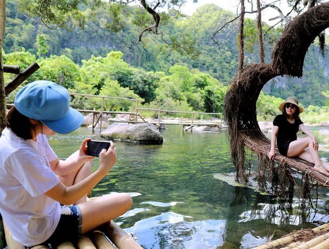 Suối nước Moọc, điểm đến không thể bỏ qua ở Quảng Bình Ảnh 3