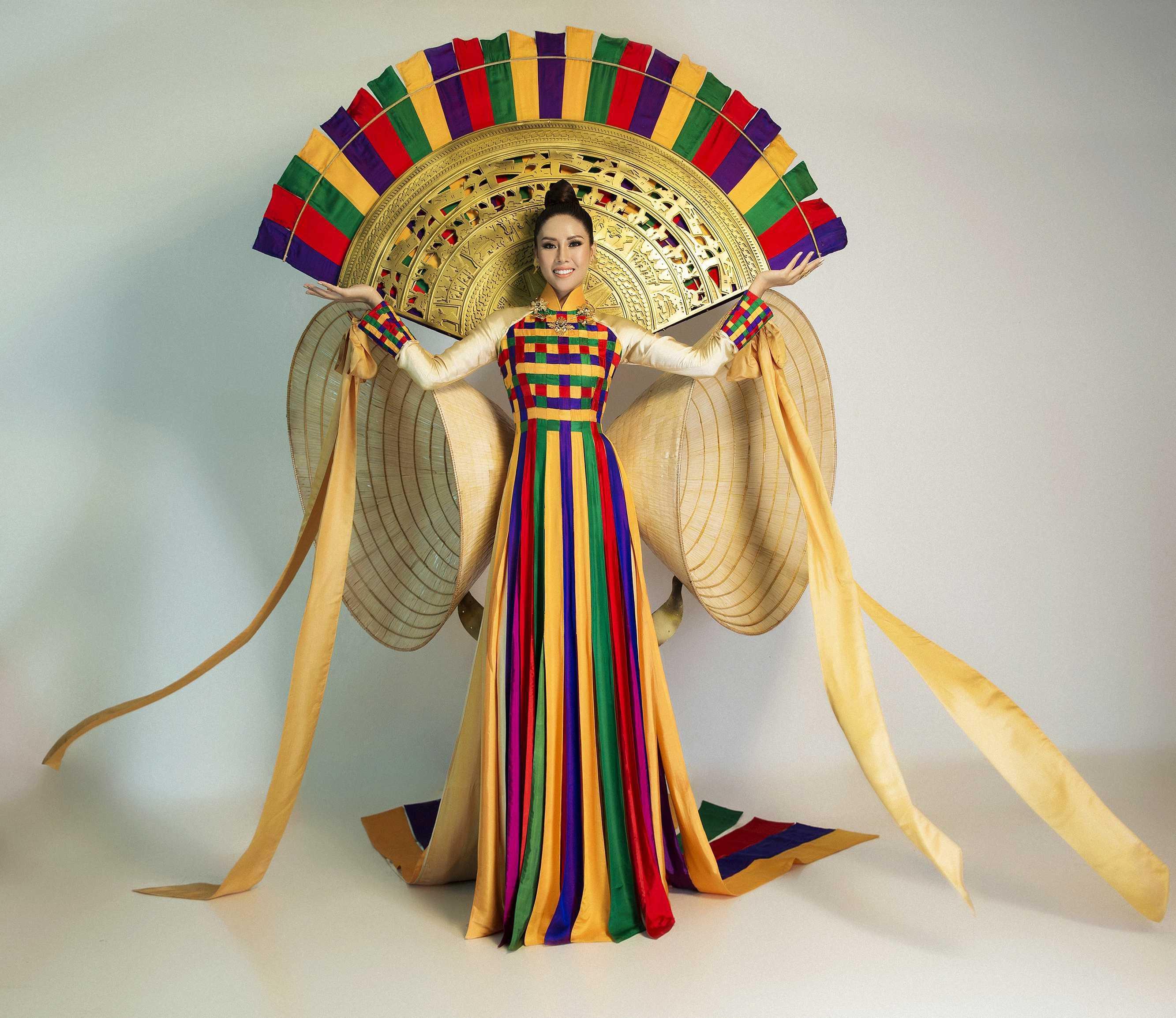 Chủ nhân National Costume Nàng Mây thiết kế váy tàu điện Metro cho Khánh Vân: Cổng trường cũng thành trang phục cực chất Ảnh 17